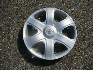 One genuine 2009 2010 Toyota Matrix 16 inch hubcap wheel cover