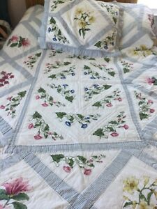Vintage Shabby Chic Twin blue white coverlet diamond shape edging with sham
