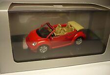UN VOLKSWAGEN VW NEW BEETLE CABRIO ROSSO 1:43 AUTOART