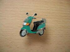 Pin Vespa Piaggio Sfera grün green Roller Scooter Art. 0301