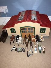Schleich barn and horse bundle