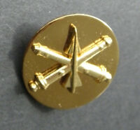 US ARMY ARTILLERY AIR DEFENSE GOLD COLORED LAPEL HAT PIN BADGE 1 INCH