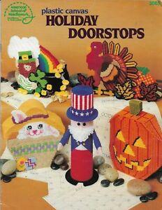 USED HOLIDAY DOORSTOPS TURKEY PUMPKIN EASTER BUNNY PLASTIC CANVAS PATTERN BOOK