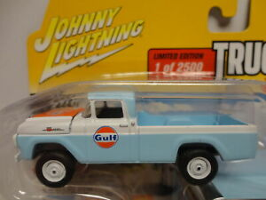 Johnny Lightning 1959 FORD F-250 Gulf '59 Pickup w/RR & Enclosed TRAILER