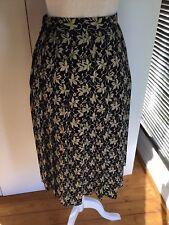 Viyella ladies Skirt Size 10 fully lined Black with Beige flower pattern