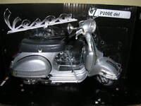 NewRay Vespa Piaggio P200E / P 200 E del 1978 Roller Scooter silber  1:12 Moto