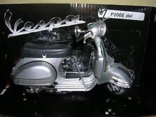 NEWRAY Vespa Piaggio P200E/P 200 E DEL 1978 SCOOTER ARGENTO 1:12 MOTO