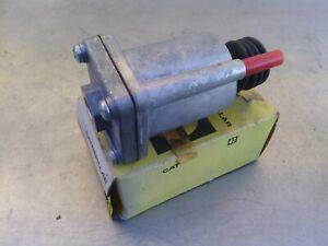 Caterpillar cylinder 6J8750 suit 633C Wheel tractor Scraper new old stock item.