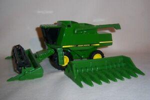 1/64 John Deere 9500 Combine with 8 Row Corn and Grain Heads