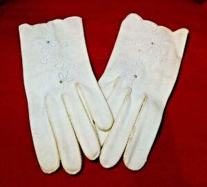 Vtg Ladies 'Wear Right' Cream Embroidery Cotton Size 7 Gloves Made in Germany