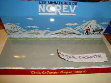 LE  PRESENTOIR NOREV  NEUF SANS EMBALLAGE LA MONTAGNE 1/43 +  IDEAL DIORAMA
