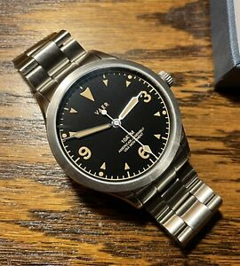AMERICAN MADE VAER C5 40mm BRACELET FIELD WATCH BOX & PAPERS + VAER DIVERS STRAP