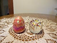 PAPERWEIGHTS GIBSON COLORFUL EGG & GENTILE GLASS W/5 STEMMED FLOWERS SIGNED