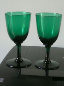 """AN ATTRACTIVE PAIR OF VICTORIAN GREEN WINE GLASSES: 5"""" TALL: VG CONDITION"""