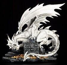 Große weiße Drachen Figur bewacht Schatztruhe - Dragon Statue majestätisch
