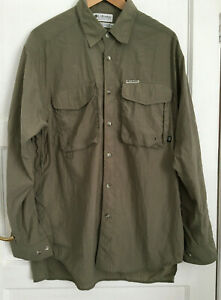 Columbia Fishing Shirt Vented Olive Green  Button up Sleeves  Breathable Size M