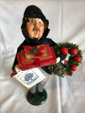 Byers Choice Carolers 1996 Crabtree & Evelyn Gentleman With Gifts And Wreath