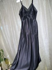 NWOT  VTG black full slip BEAUTIFUL LIQUID SMOOTH SATIN  Rhythm Lingerie 32 245