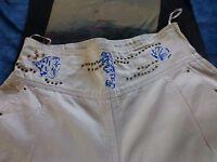 femme=blanc pantalon t 40-42  jessica clouté,surbrodé +seewt offert  a saisir