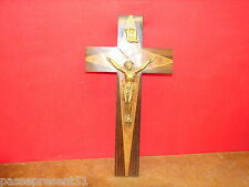 Joli ancien Christ, crucifix en marqueterie