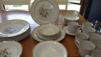 International Stoneware Dinnerware Set Wellington service for 7 6 bowls VGUC