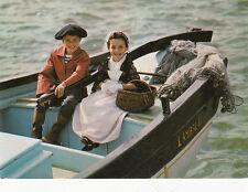 SCENES ET TYPES DE BRETAGNE dimanche promenade en bateau costume de penn sardin
