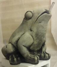 Steinfigur Wasserspeier Frosch mit Pumpe und Schlauch Kröte Brunnen Deko Tierfig