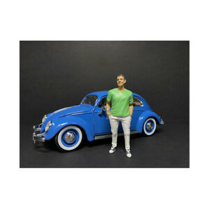 Partygoers Figurine IX for 1/24 Scale Models by American Diorama 38329