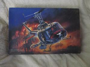 1/35 MRC UH-1C HUEY GUNSHIP