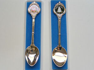 2 x VINTAGE NORFOLK ISLAND SOUTH PACIFIC PARADISE SILVER-PLATED SOUVENIR SPOONS
