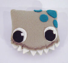 Monster Drache Darma grau Anstecker Brosche Geschenk Deko Handarbeit