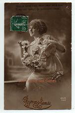 Carte postale ancienne | Femme | Bonne année | Robe travaillée | Bijou de tête