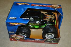 Monster Jam 1/24 Hot Wheels Metal Grave Digger Truck New in the Box