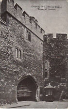 VINTAGE POSTCARD OF THE GATEWAY OF THE BLOODY TOWER TOWER OF LONDON UNPOSTED.
