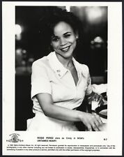 ROSIE PEREZ in Untamed Heart '92 SMILING WAITRESS