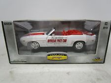2006 Greenlight PACE CAR GARAGE *1969 CHEVROLET CAMARO* 1:24 (WHT/ORG) (SEALED)