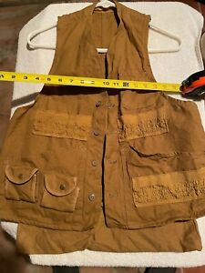 VINTAGE HUNTING VEST FOR BIRD/RABBIT.  HAS REAR SNAP UP POUCH.