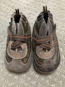 Robeez Mini Shoez Brown US 3 6-9 Months EUC!