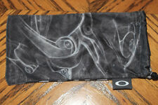 New Oakley Lens Cleaner Black Soft Pouch Cleaning Cloth with Lens Pocket