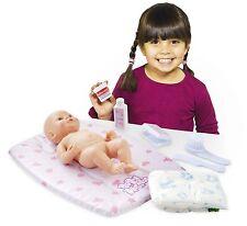Casdon 712 Baby Huggles bambole fasciatoio Set giochi di simulazione, prescuola Pannolino per pulire pettine Baby
