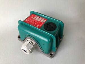 Robertshaw 366-a8 VIBRASWITCH 366A8 Vibration Switch 120 VAC