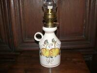 Dekorative über 50 Jahre alte Petroleumlampe Tischlampe Keramik handbemalt