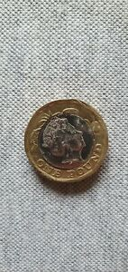 2016 - One Pound Coin £1 Error centre piece backwards