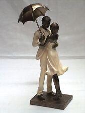 Schöne Figur ~ Paar mit Schirm ~ Dekofigur Frau Mann Liebe Zierfigur Liebespaar