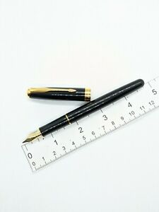 VTG Parker Sonnet Fountain Pen In Black Lacquer 18k f nib - France Y. Date