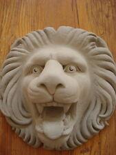 Pieza De Fachada Exterior Cabeza De León OstentosaDe Cemento Diámetro 22 cm