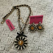 Huge Betsey Johnson Daisy Pendant and Earrings Set