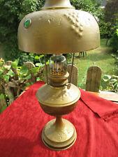 Grande lampe à pétrole ancienne en laiton motifs grappe de raisin