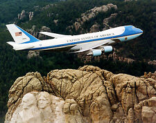 Photo Presidential Aircraft-AIR FORCE ONE Flies over Mt. Rushmore - VC-25A - 747