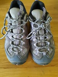 LADIES MERRELL WALKING SHOES, SIZE 5, GREY LILAC